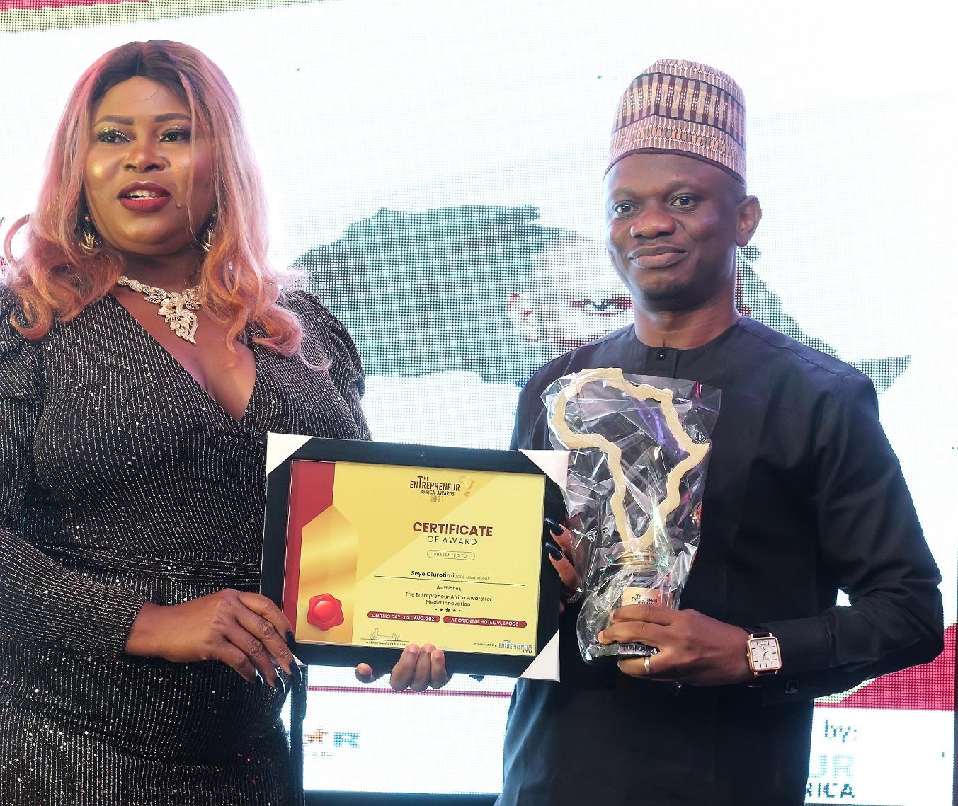Seye Olurotimi, Founder of MSME Africa receiving the Entrepreneurs Africa Award for Media Innovation at the Entrepreneurs Africa Awards 2021 held recently in Lagos